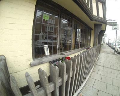 Close-set oak railings